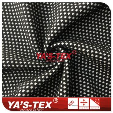 Black and white lattice dyed knitted fabric